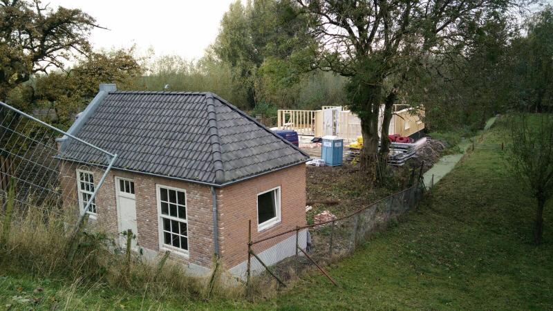 kleine huisje vanaf dijk (Custom)